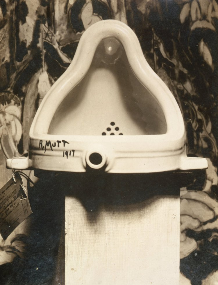Marcel_Duchamp,_1917,_Fountain,_photograph_by_Alfred_Stieglitz.jpg